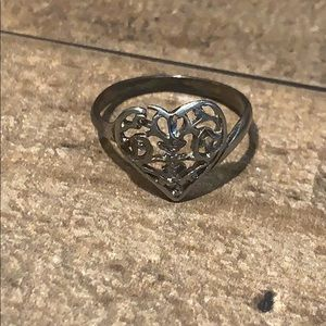 ⭐️ Vintage Silver Tone Delicate Heart Shaped Ring